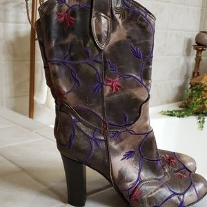 Beautiful  Vero Cuoio flower multi color boots